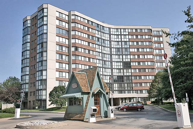 1230-1240 Marlborough Court, Oakville - The Sovereign I and II condo building in College Park.