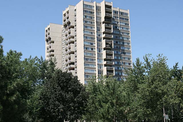 1359 White Oaks Boulevard - The Oaks condominiums in Oakville's Falgarwood neighbourhood.