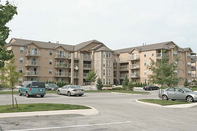 1440-1450-1460-1470-1480-1490 Bishops Gate, Oakville - Abbey Oaks condominiums in Glen Abbey.