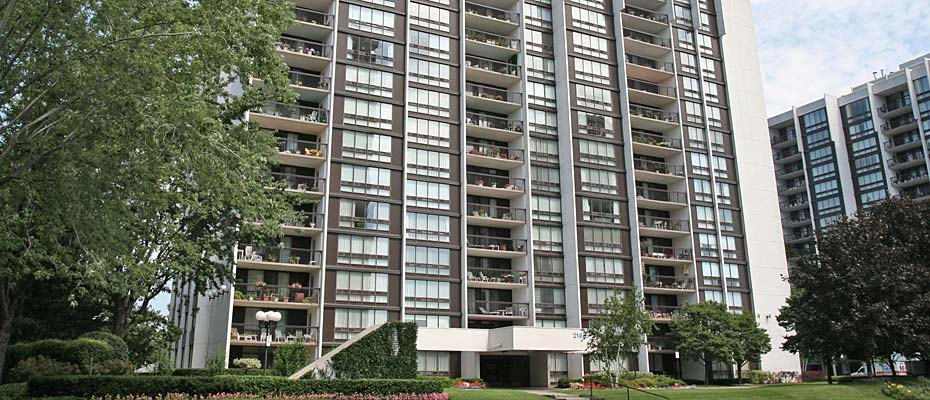 2175-2185 Marine Drive, Oakville - Ennisclare I condominiums in beautiful Bronte Village.