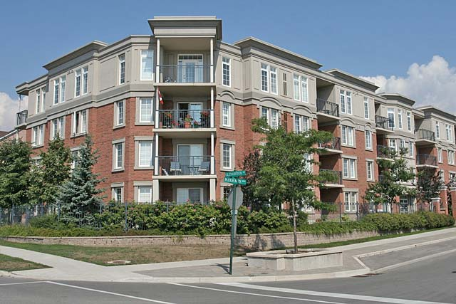 2300-2301 Parkhaven Boulevard, Oakville - Oak Place I and II located in River Oaks.