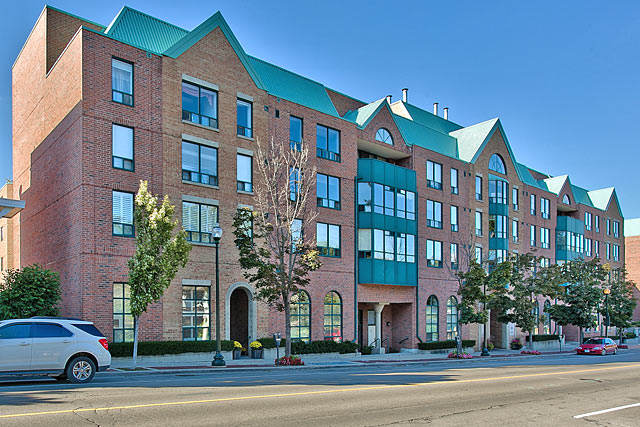 Two Bedroom Condo For Sale in Downtown Oakville